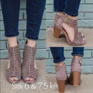 Shoes - SALE❗️5⭐️Taupe Cutout Peep Toe Booties